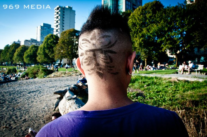 PHOTOS] A fan shaves his head for Taeyang! | iBigBang Fansite